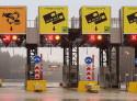 Управляемые дорожные знаки и реверсивные светофоры на платной трассе в обход города Одинцово