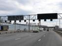 В рамках реконструкции участка Дмитровского шоссе от МКАД в область компанией «СВЕТОФОРМ» установлена двухсторонняя опора с табло отображения информации и знаками переменной информации.